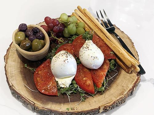 Heirloom Tomato and Burrata Cheese Salad